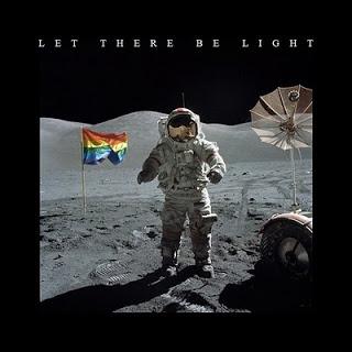 0003-Bandera+gay+en+la+luna+G