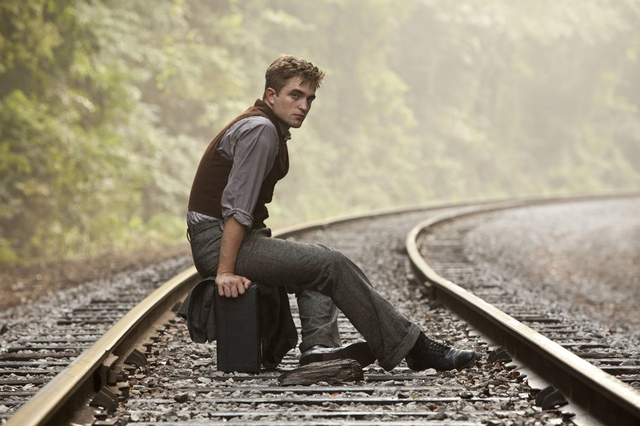 193132__robert-pattinson-the-man-nature-iron-perch-sleepers-suitcase-robert-pattinson_p