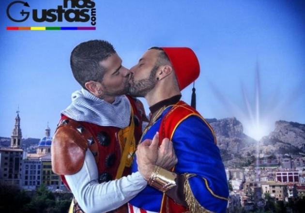 300-el-beso-homoerotico-de-los-moros-y-cristianos-de-alcoi