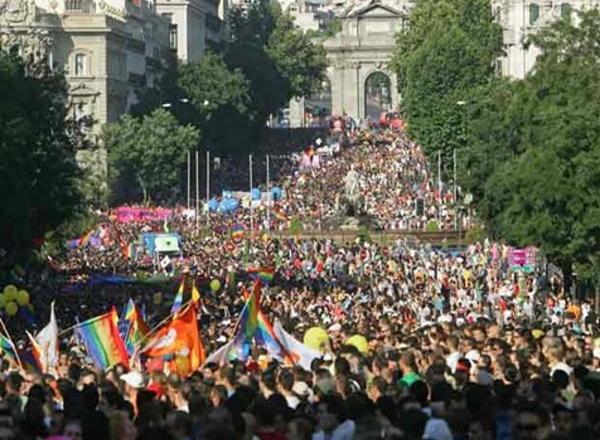 792-nos-manifestamos-por-quienes-no-pueden-lema-del-orgullo-de-madrid-2014