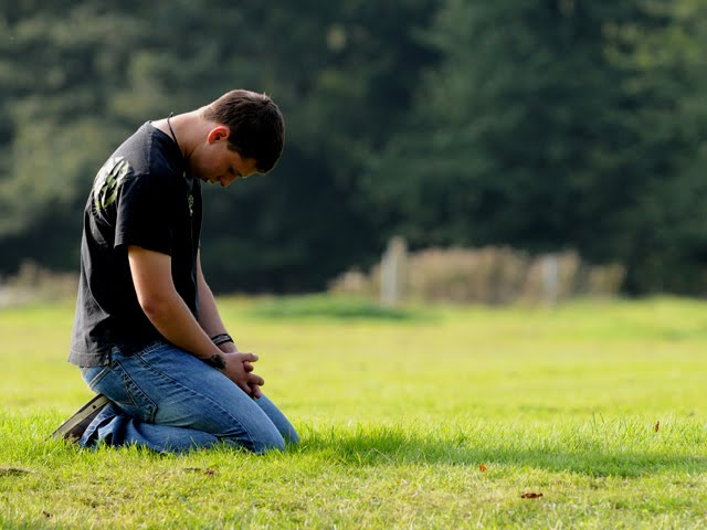 Young-man-in-prayer