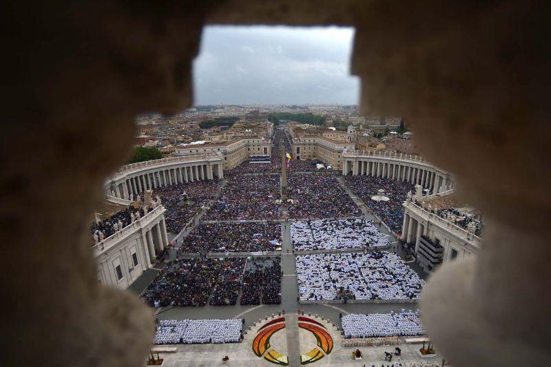 canonizacion-Juan-Pablo-II-y-Juan-XXIII-plaza-san-pedro-4