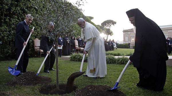 Papa-Francisco-Abbas-Peres-Bartolomeo_CLAIMA20140608_0165_27