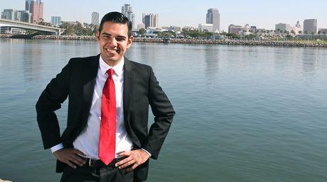 nuevo-alcalde-Long-BeachRobert-Garcia_NACIMA20140604_0092_6