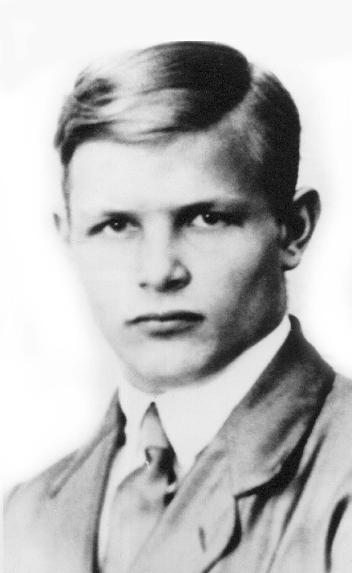 11_DB Student 1923