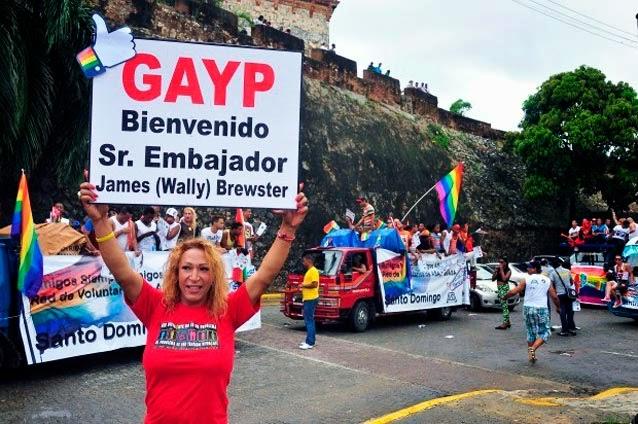 VII-Caravana-del-Orgullo-LGBT-2013-en-Santo-Domingo-II-Concierto-de-Solidaridad-con-la-Comunidad-LGBT-Dominicana-Día-Internacional-del-Orgullo-LGBT-30-de-Junio-2013-caravana-2012