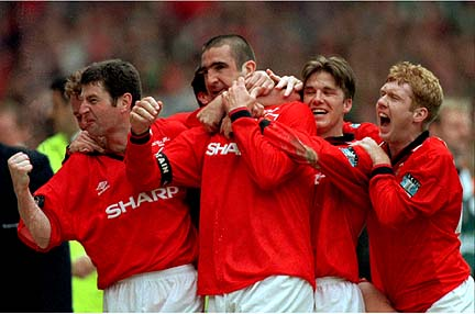 WEM07 SPORT SOCCER MANCHESTER UNITED CELEBRATE WITH CANTONA