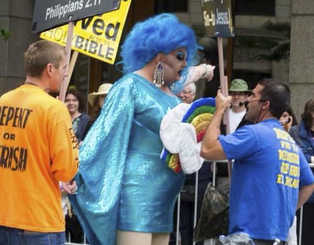 drag_queen_mama_tits_homofobos