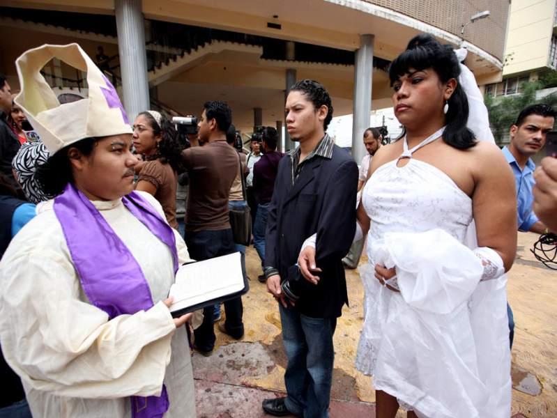 Matrimonio Mismo Sexo Biblia : Cristianos gays honduras