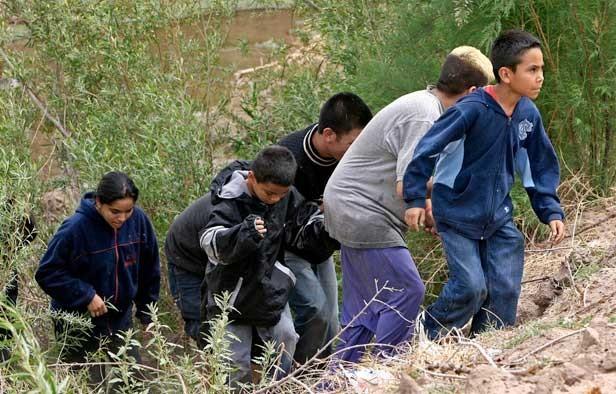 un-grupo-de-menores-intenta-cruzar-la-frontera-de-ee