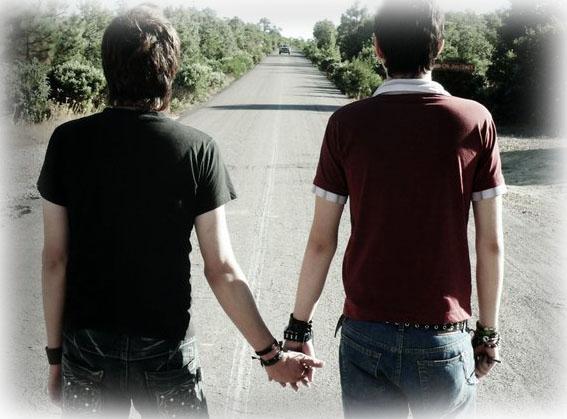 La mano derecha para hombre suena gay