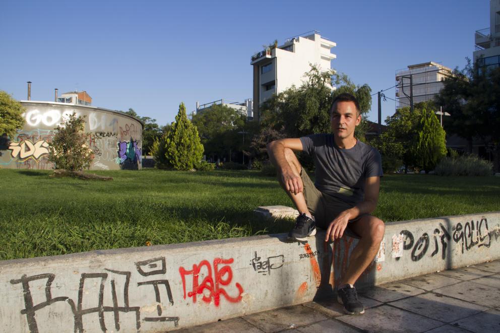 petros-un-profesor-homosexual-en-la-plaza-de-kerameikos-donde-fue-agredido-por-radicales-h-e