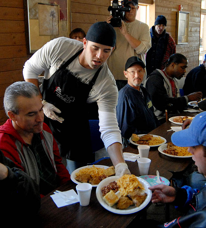 Frank White, Dayton Moore, David DeJesus, Kevin Uhlich and Royals staff serve Thanksgiving lunch at City Union Mission