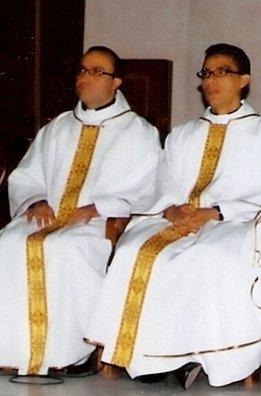 Los-sacerdotes-colombianos-Ric_54254508330_53389391171_261_396