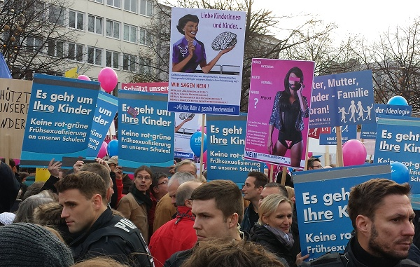 demo-fuer-alle-hannover-afd-plakate-600-