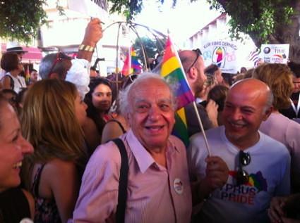 20140603b-Gay-Pride-c-acceptLGBTCyprus-450x336-425x317