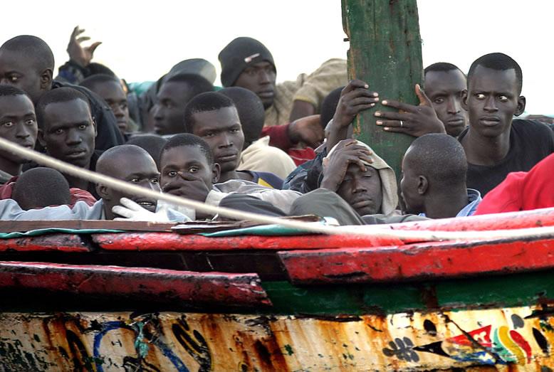 inmigrantes-desembarcando-inmigrants-invaders