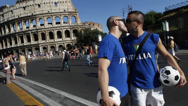 italy_gay_kiss