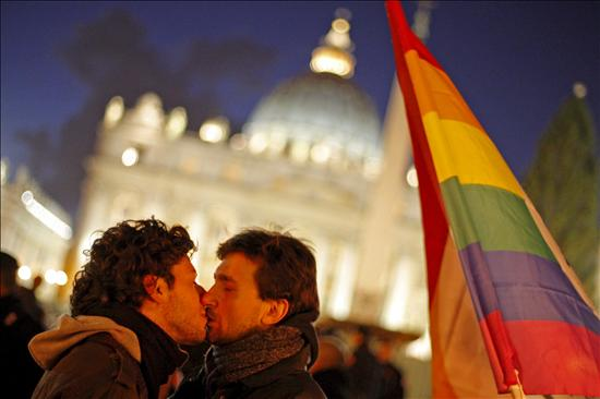 beso-gay-vaticano