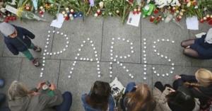 25-Imagenes-Alrededor-del-Mundo-Que-Muestran-Solidaridad-Con-Francia-Luego-de-la-Tragedia-624x327