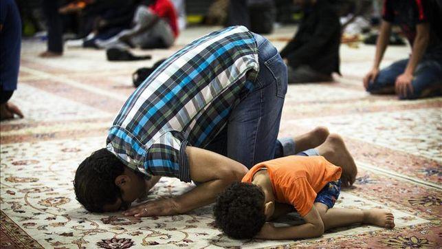 musulmanes-franceses-rezando