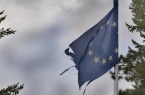 bandera-Europa-rasgada