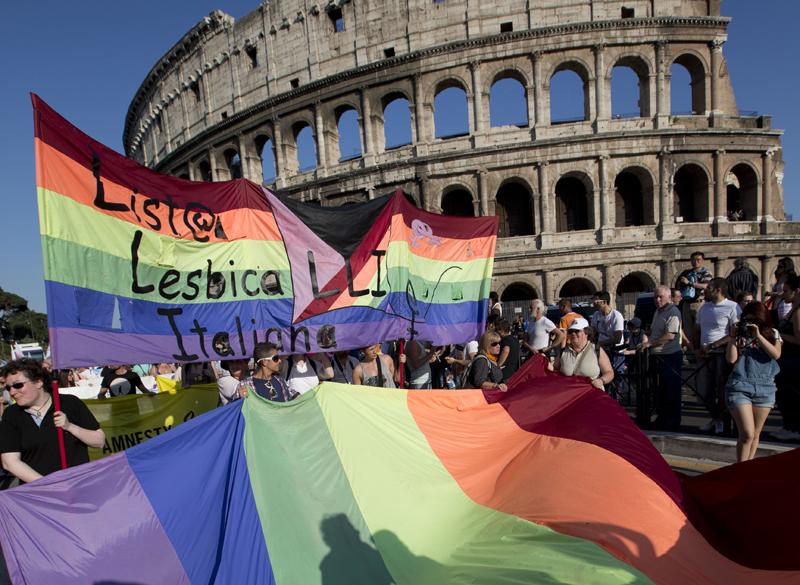 33036_italia-manifestacion-lgtb-coliseo-roma