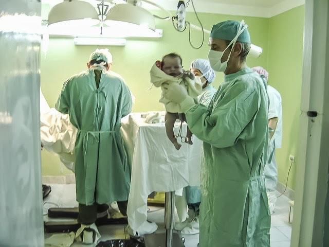 8b5a3-parto-recien-nacido-sanidad-publica