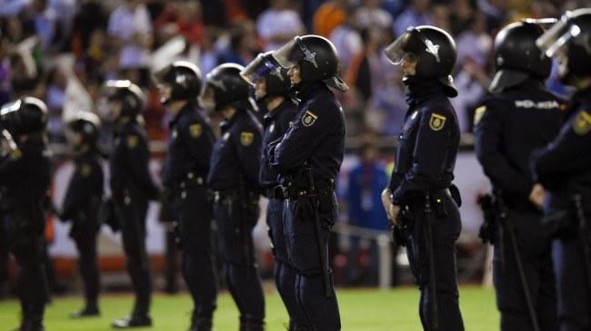 policia_futbol_gay