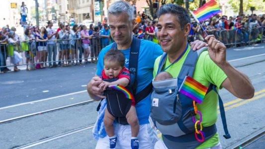 colmbia_familia_gay
