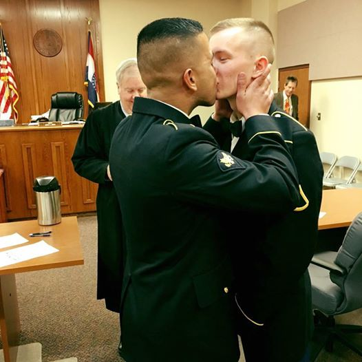 Tve censura un beso homosexual marriage