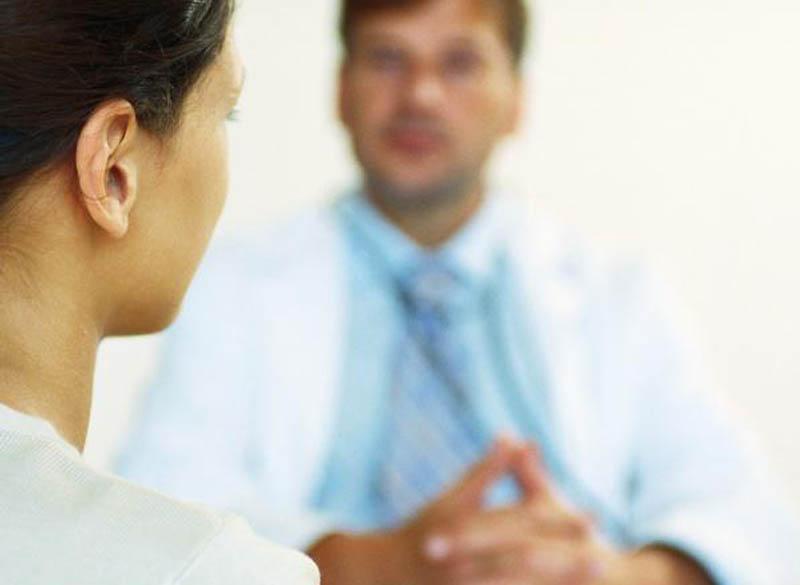 27900_mujer-consulta-medico