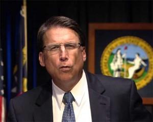 Pat-McCrory-gobernador-de-Carolina-del-Norte-300x239