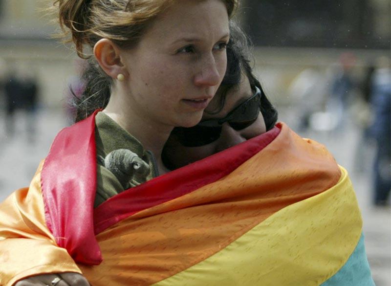 30293_pareja-de-chicas-colombia-manifestacion