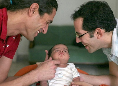 30143_adopcion-homoparental-hombres