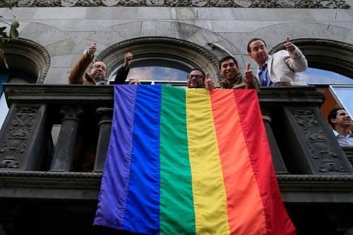 izado_bandera_gay