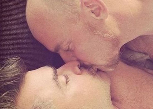 89987019__89976499_twomenkissing2