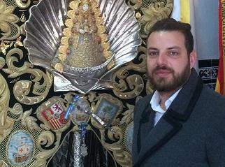 Benito-junto-simpecado-hermandad-Emigrantes_EDIIMA20160601_0877_18