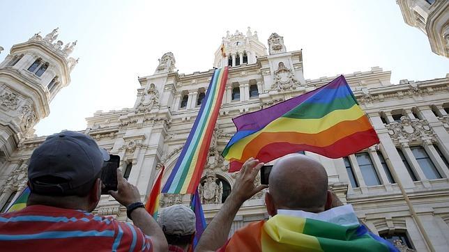 bandera-arcoiris-ayuntamiento--644x362