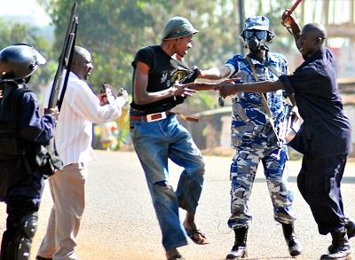 28064_represion-violenta-manifestacion-uganda
