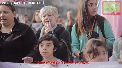 34611_marchaportuhijolgbti-campana-manifestacion