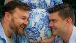 gestante-subrogada-pareja-gay-australia-300x170