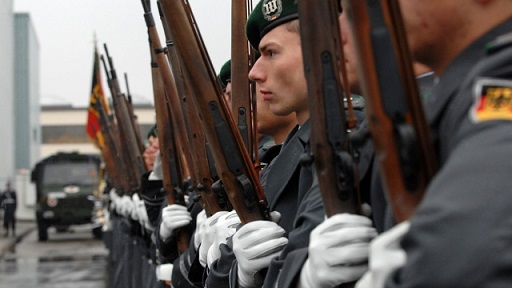 MUNICH, GERMANY - NOVEMBER 14: Soldiers of the German battalion of the guards are seen prior to the handover of the first of 140 Leopard 2A4 tanks to the Chilean army by the German Minister of Defence Franz Josef Jung and his chilean counterpart Jose Goni Carrasco on November 14, 2007 in Munich, Germany. (Photo by Guenter Vahlkampf/Getty Images)