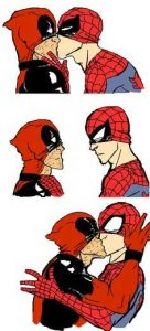 beso-deadpool-y-spiderman-136x300