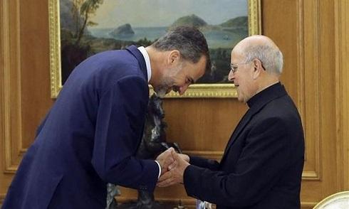 felipe-vi-ante-obispo-blazquez-2015