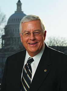 220px-mike_enzi_official_portrait_111th_congress