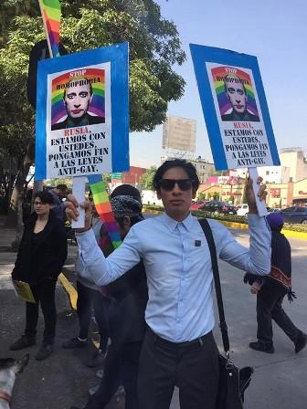630x800-noticias-activistas-ante-la-embajada-de-rusia-en-mexico
