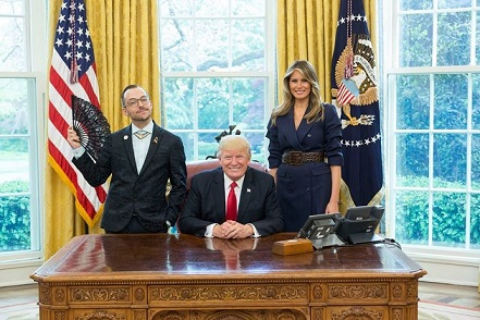 630x800-noticias-nikos-giannopoulos-melania-y-donald-trump