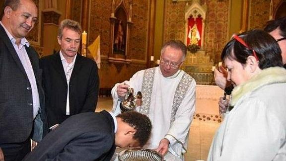 toni-reis-y-david-harrad-en-el-bautismo-de-sus-tres-hijos