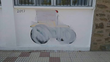 mural-tractor-pizarro-borrado